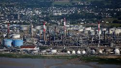 U.S. oil refiners use Iraqi, Canadian crudes to replace storm losses -traders