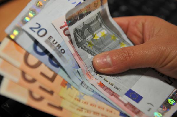 Los ricos ya huelen la recesión: Las grandes fortunas acumulan efectivo