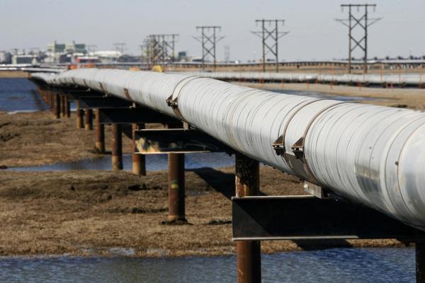 Crude Oil Edges Lower as Demand Risks Remain