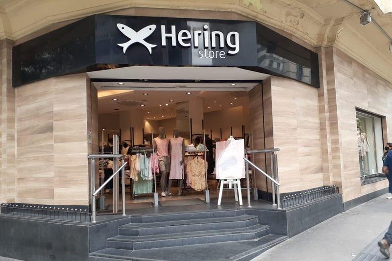 Cia Hering recomprou quase 3 mi de ações em abril, mês das propostas de fusão
