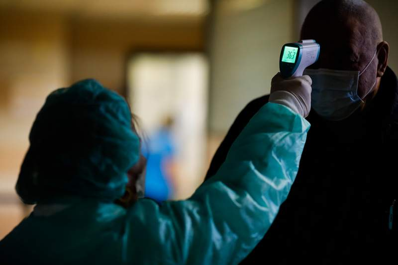 В России суточный прирост новых случаев заражения COVID-19  составил 27,1 тыс.