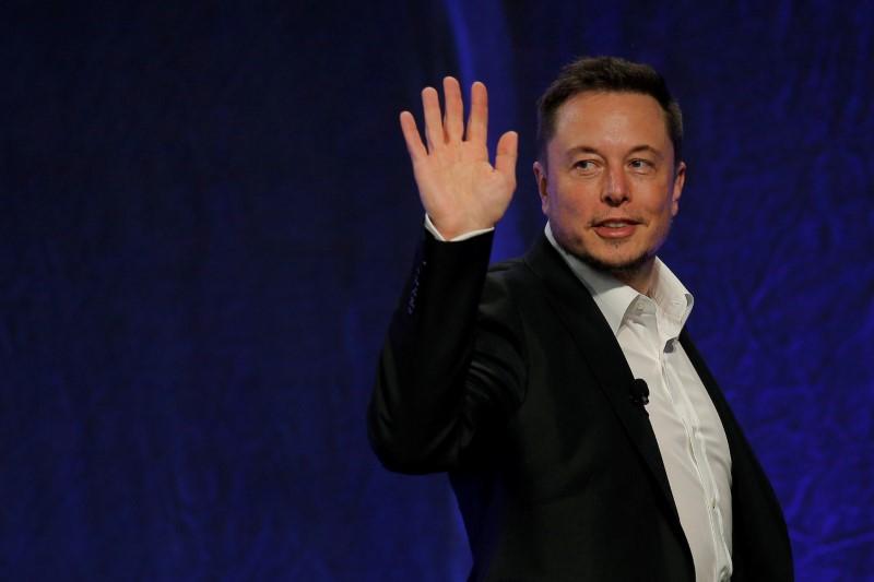 Bitcoin decolla dopo intervento Musk, Tesla accetterà di nuovo la criptomoneta