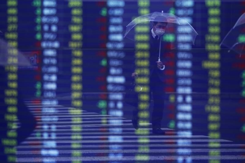 Азиатские индексы упали, пока инвесторы продолжают «переваривать» решение ФРС