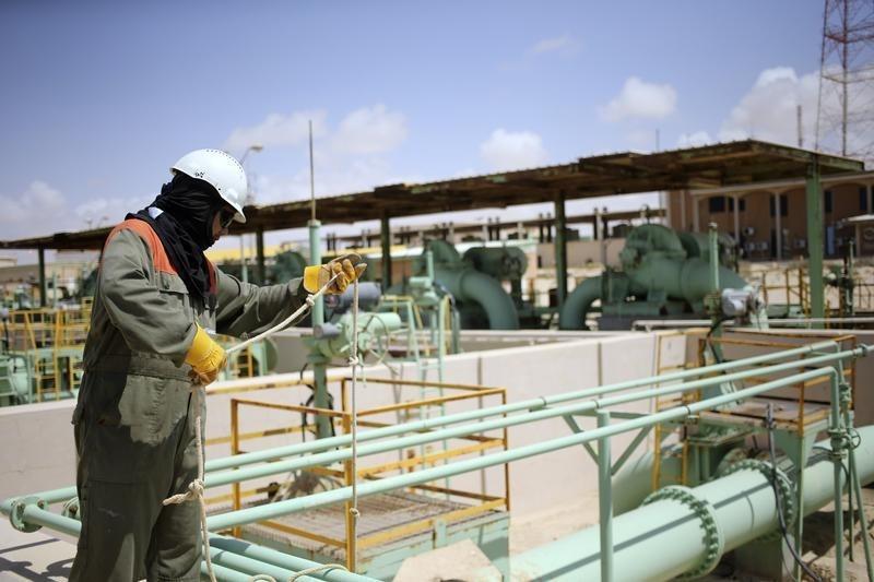 Kontrakty terminowe na ropę naftową spadły