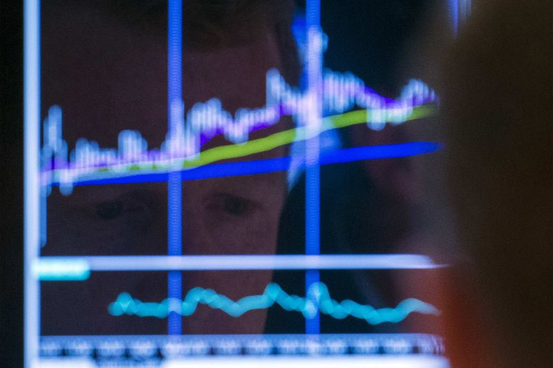 Canada stocks lower at close of trade; S&P/TSX Composite down 0.01%