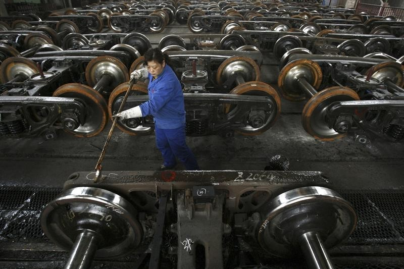 Copper falls to near 2-week low ahead of key China PMI report
