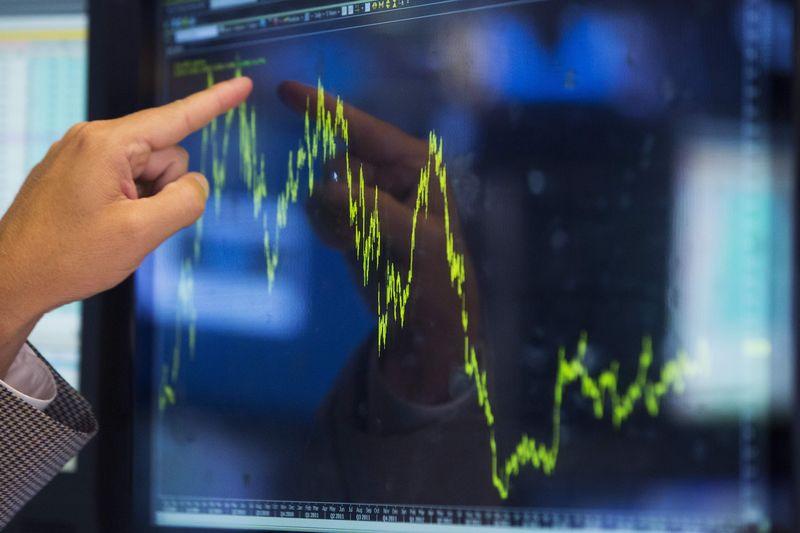 Фондовые индикаторы США завершили торги противоречиво: Nasdaq возобновил рекорд, Dow Jones и S&P 500 снизились