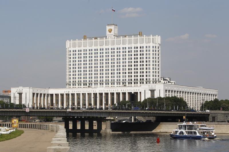 Правительство одобрило идею изъятия загранпаспортов удолжников