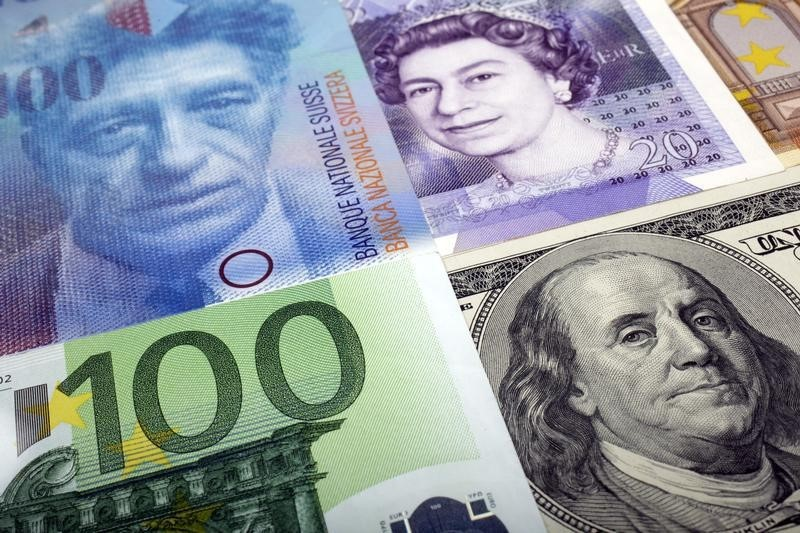 Moedas: dólar se fortalece ante rivais e emergentes, com euro fraco antes de BCE