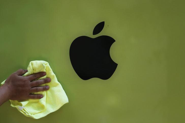 Apple, Palantir and Novavax Fall Premarket; Callaway Rises