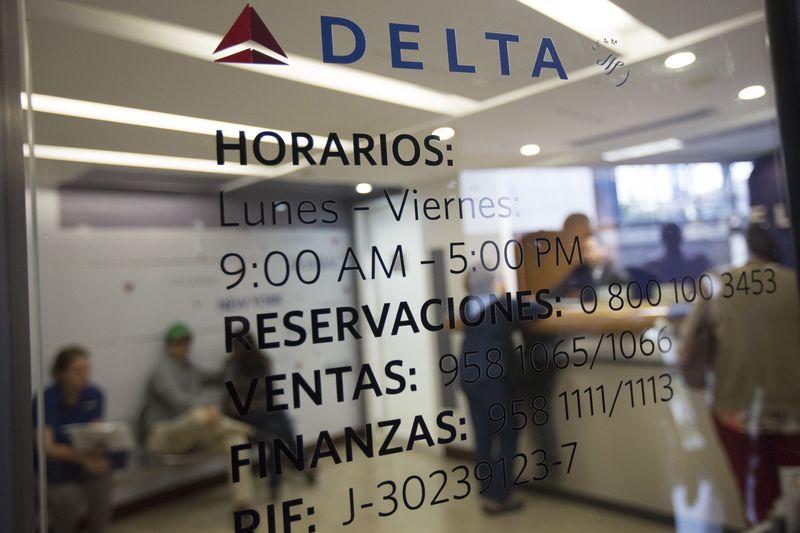Delta Air Lines cobrará $200 a empleados no vacunados ¿La seguirán otras empresas?