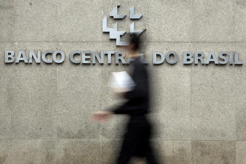 ブラジル中央銀行 予測 13.25% 対 13.25%