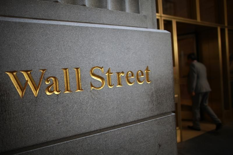 Dow Futures Up 95 Pts; Massive Payroll Gain Expected