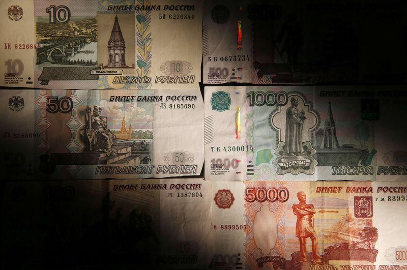 El rublo sube un 0,63 % ante el dólar y un 0,18 % frente al euro
