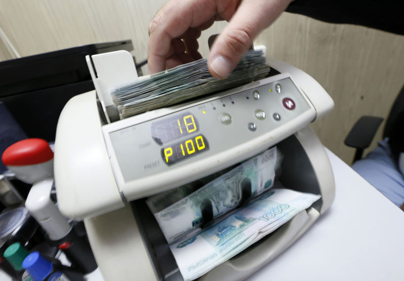Прожиточный минимум в России за 2020 год составит 11,3 тыс. руб.