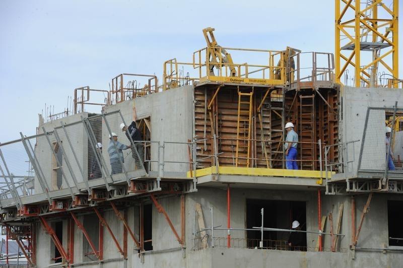 Tenda opera em alta, mas abaixo do Ibovespa; cia divulgou prévia operacional do 2T