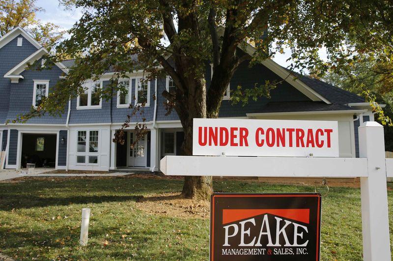 U.S. MBA mortgage applications tumble 7.3% last week