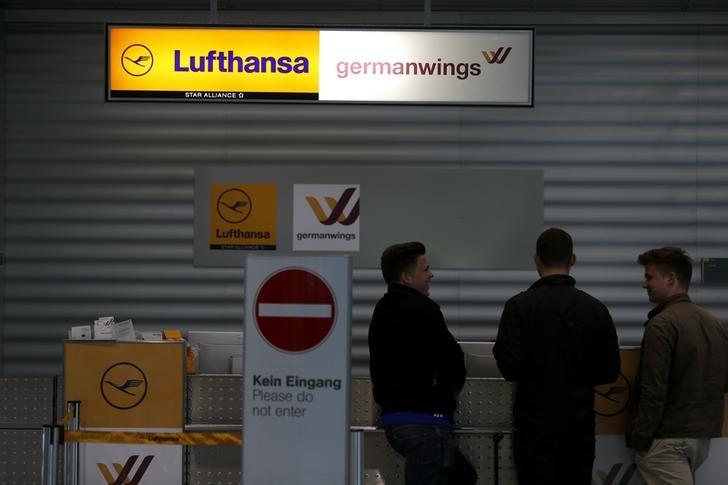 Поток авиапассажиров в Германии сократился на 72%