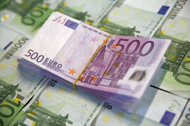 Доллар США дорожает к евро и фунту в ожидании заседания ФРС