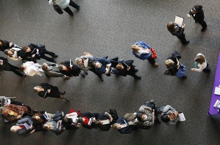 失業保険申請件数は1万人減少