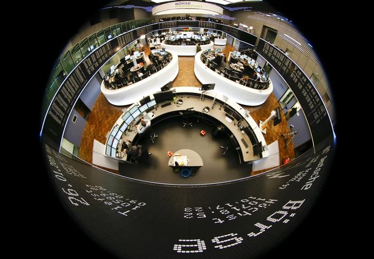 BOLSAS EUROPA-Acções petróleo, mineiras fazem subir títulos europeus