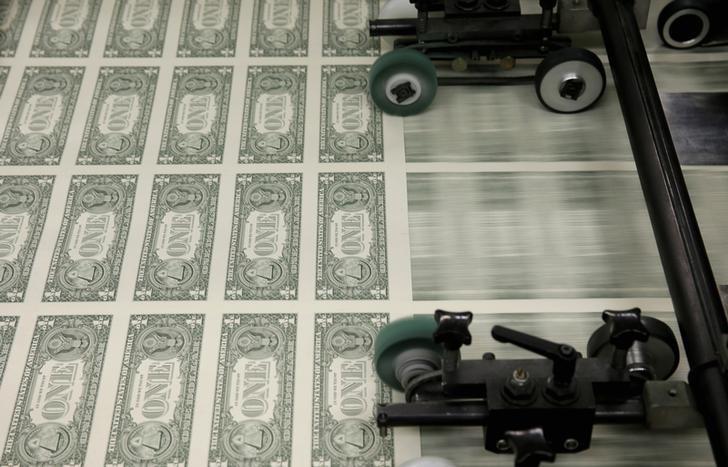 Índice do dólar permanece em baixa apesar de relatório de desemprego