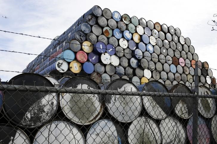 U.S. oil prices edge lower on bets for bearish supply report