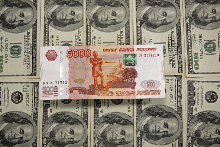 El rublo sube un 0,36 % ante el dólar y un 0,48 % frente al euro