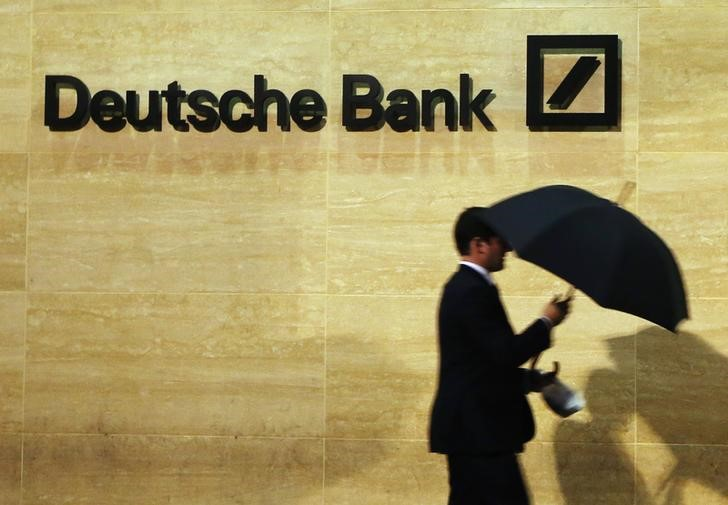 Deutsche Bank Sees Dollar Drop on Races for White House, Vaccine