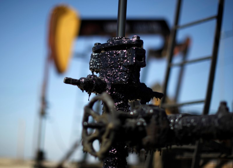 Crude ticks higher in Asia as attention turns to API estimates