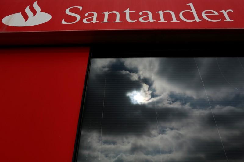 Caen Sabadell, Santander y CaixaBank; la CNMC abre expediente sancionador