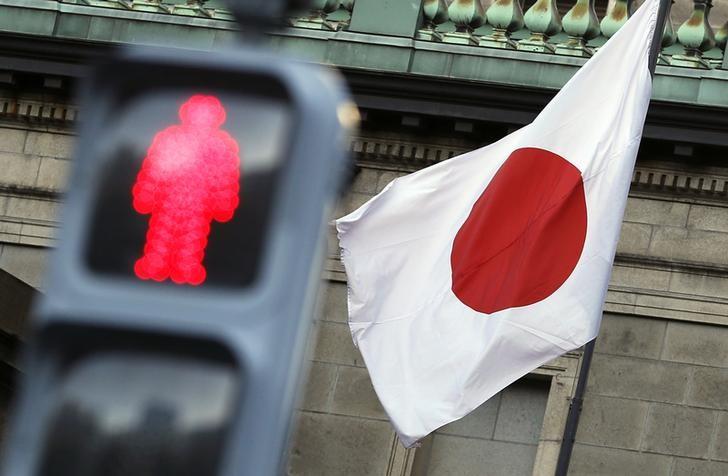 東京為替:日経平均堅調推移でドル下げ渋り