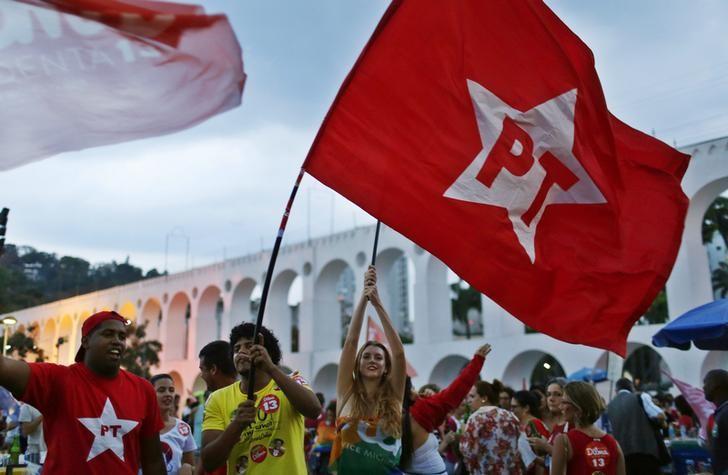 PT já sinaliza desistir de candidatura própria e apoiar Ciro ou Joaquim Barbosa