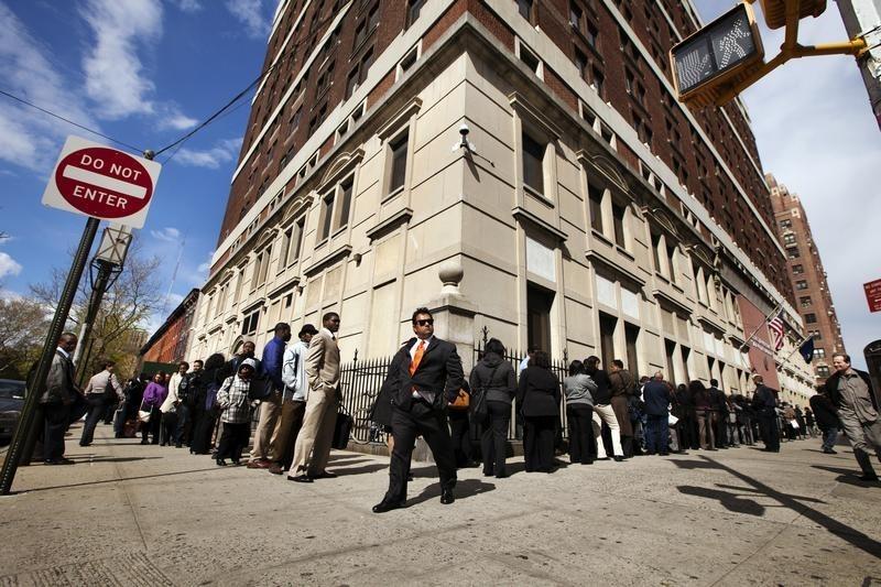 Höchste US-Arbeitslosenquote seit 1948 - Goldpreis sinkt, Dow springt
