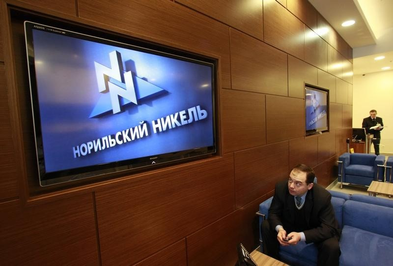 Russian lawmakers back tax hike for mining, oil industry at first reading
