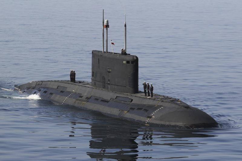 Macron fará ligação com Joe Biden para tratar da crise dos submarinos, diz porta-voz francês