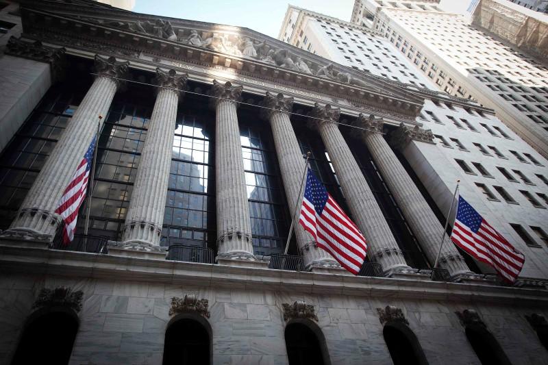 미국 시장은 아래로 마감하였습니다. 다우 존스는 1.78% 아래로.