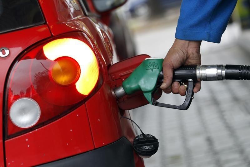 U.S. vehicle fleet fuel efficiency fell in 2019 to 24.9 mpg - EPA