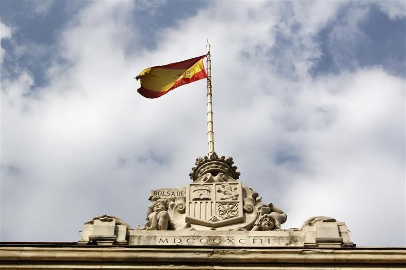 España capta 4.730 millones en letras a corto y cobra más por las de un año