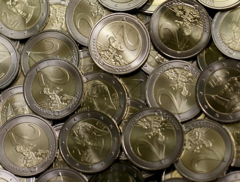 Доллар и евро дорожают на торгах