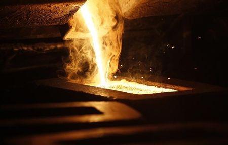 أسعار الذهب عالميًا ترتفع بعد انهيار، وبيانات هامة منتظرة
