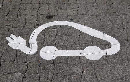 سهم بافيت المفضل لسوق السيارات الكهربية ينطلق بقوة