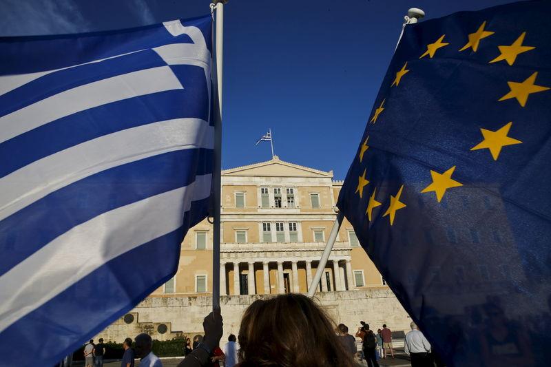 Греческие акции растут, а итальянские падают после выборов в Европарламент