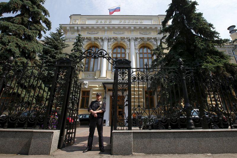 Сборы по страхованию выезжающих за рубеж за 9 месяцев упали на 58% - ЦБ РФ