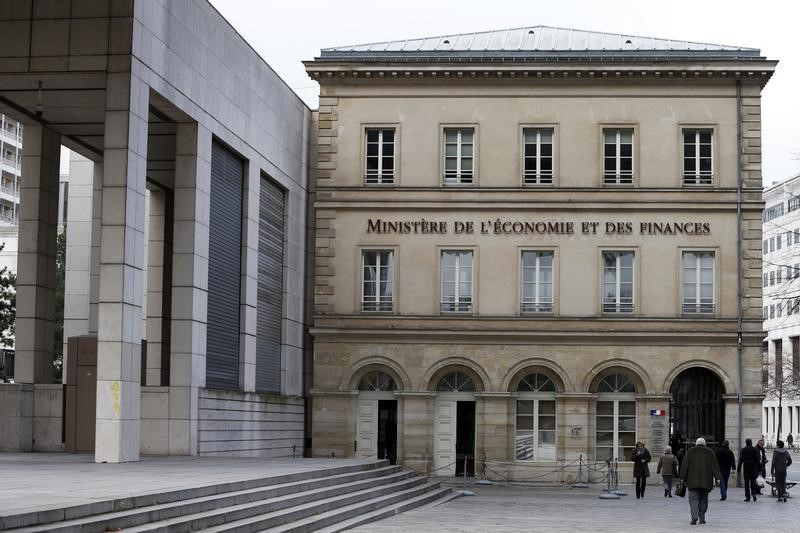 France to slow reduction in deficit despite lower borrowing costs: Finance Ministry sources