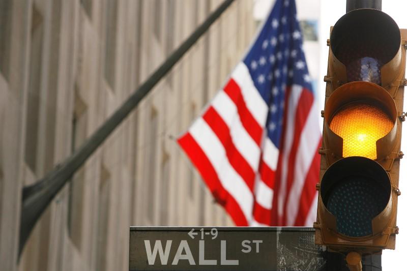Уолл-стрит испугалась COVID-19 и ослабла в середине недели