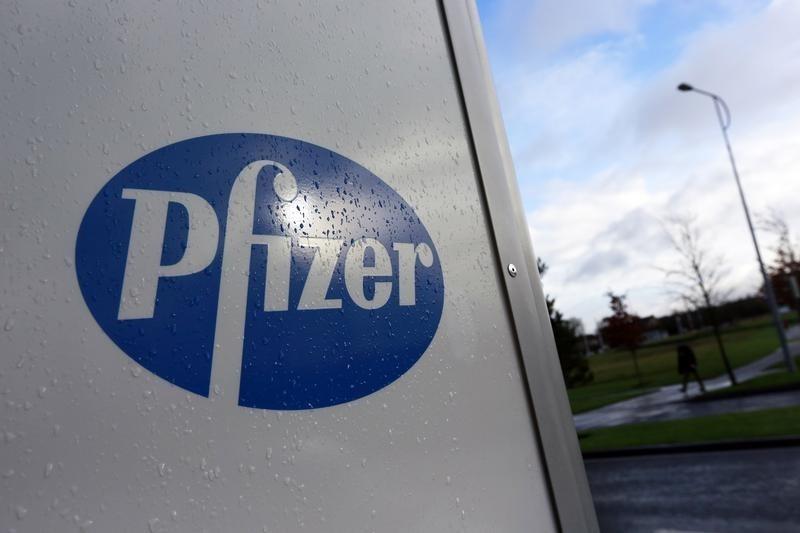 Sube Pfizer tras ingresar $33,500 millones por su vacuna contra el Covid