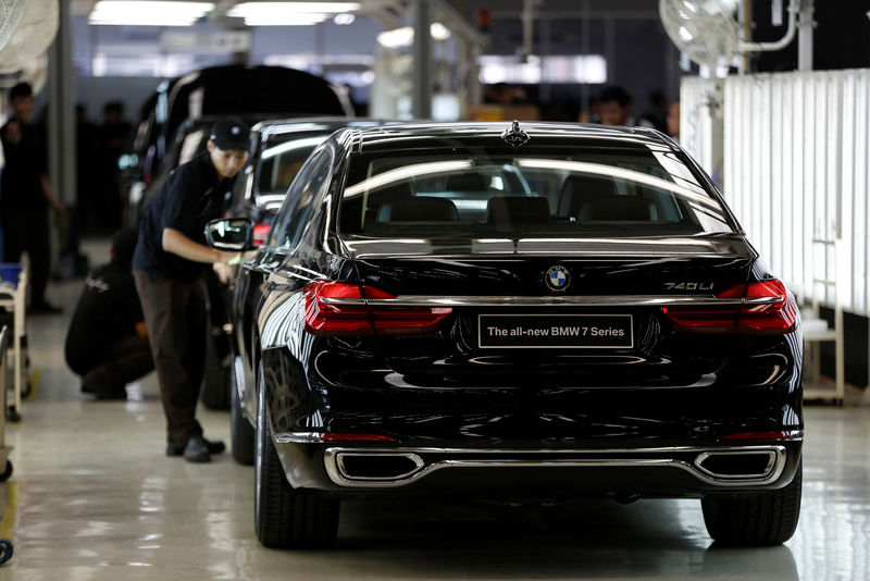 Bóng ma về quy định khí thải khiến các nhà sản xuất ô tô Đức lo ngại