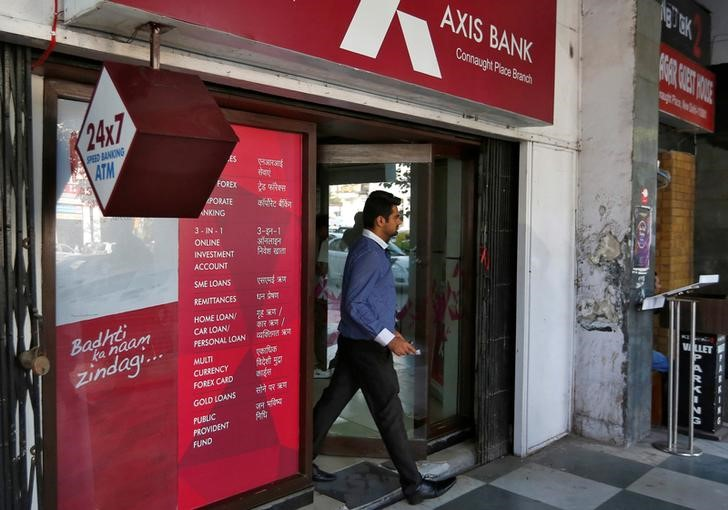 Q1 आकड़े अनुमान चुकने से एक्सिस बैंक के शेयरों में गिरावट; क्या आपको खरीदना चाहिए?