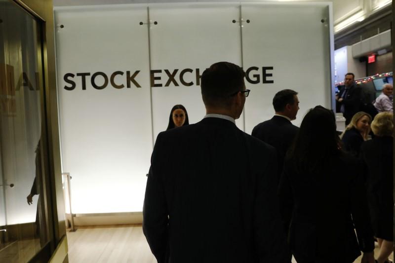 Wall Street cierra en rojo y el Dow baja 0,24 %, pendiente de tecnológicas